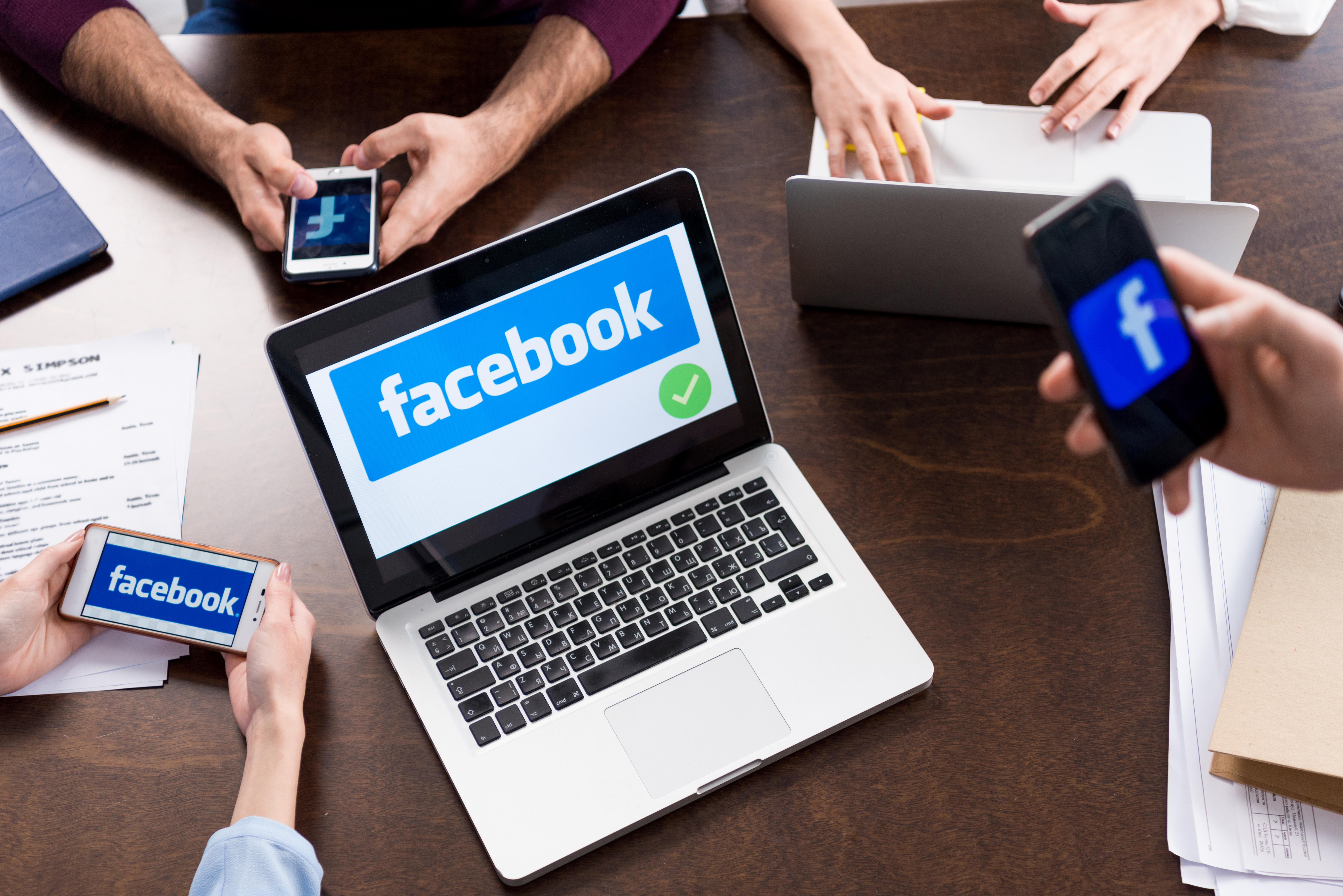 Korzystanie z Facebooka na różnych urządzeniach